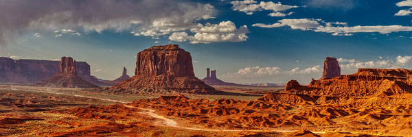 Monument Valley: Best Photo Spots of the Southwest Wonder by Wildsight Photography. Desert panorama